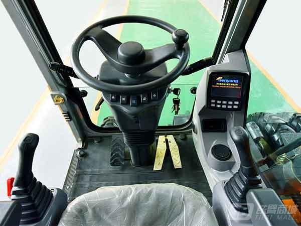 詹阳重工JYL619E轮胎式挖掘机